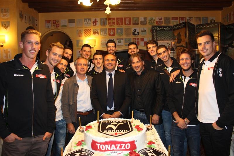 Grande festa per la prima a Villa Tacchi