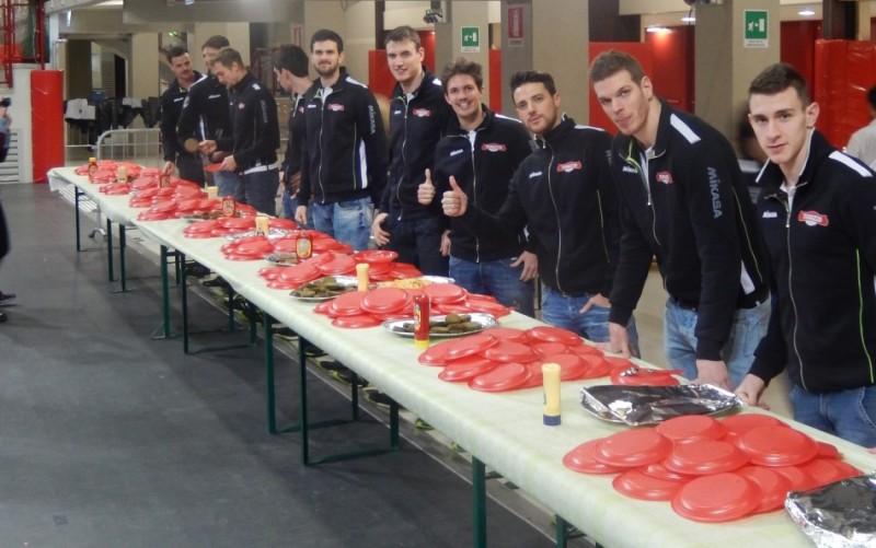 Kioene Padova: cena di Natale serviti dagli atleti della prima squadra